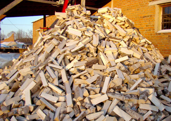 Долинські медики придбали дорогі дрова у підприємця з Донеччини
