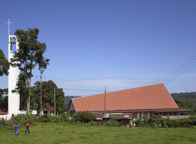 v_kenii_postroen_sobor_iz_dereva_i_betona_2.jpg