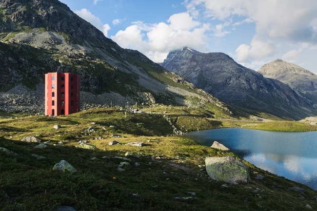 y_shveicarskih_alpah_pobydovanii_derevyanii_teatr_5.jpg