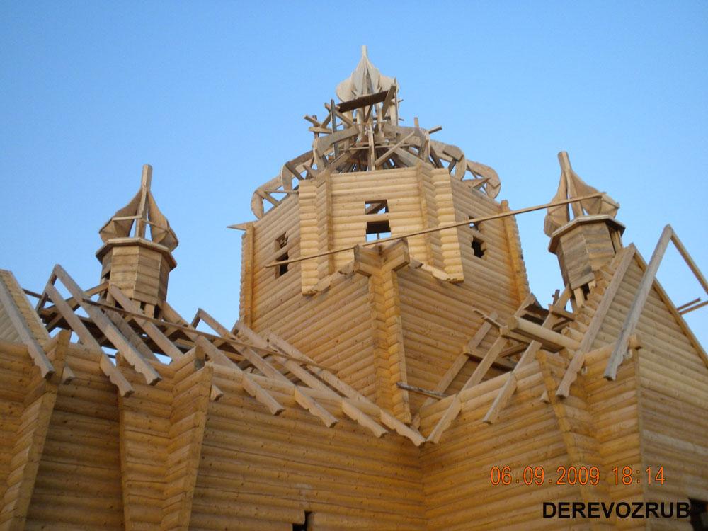 Дерев яна церкви з бруса фото