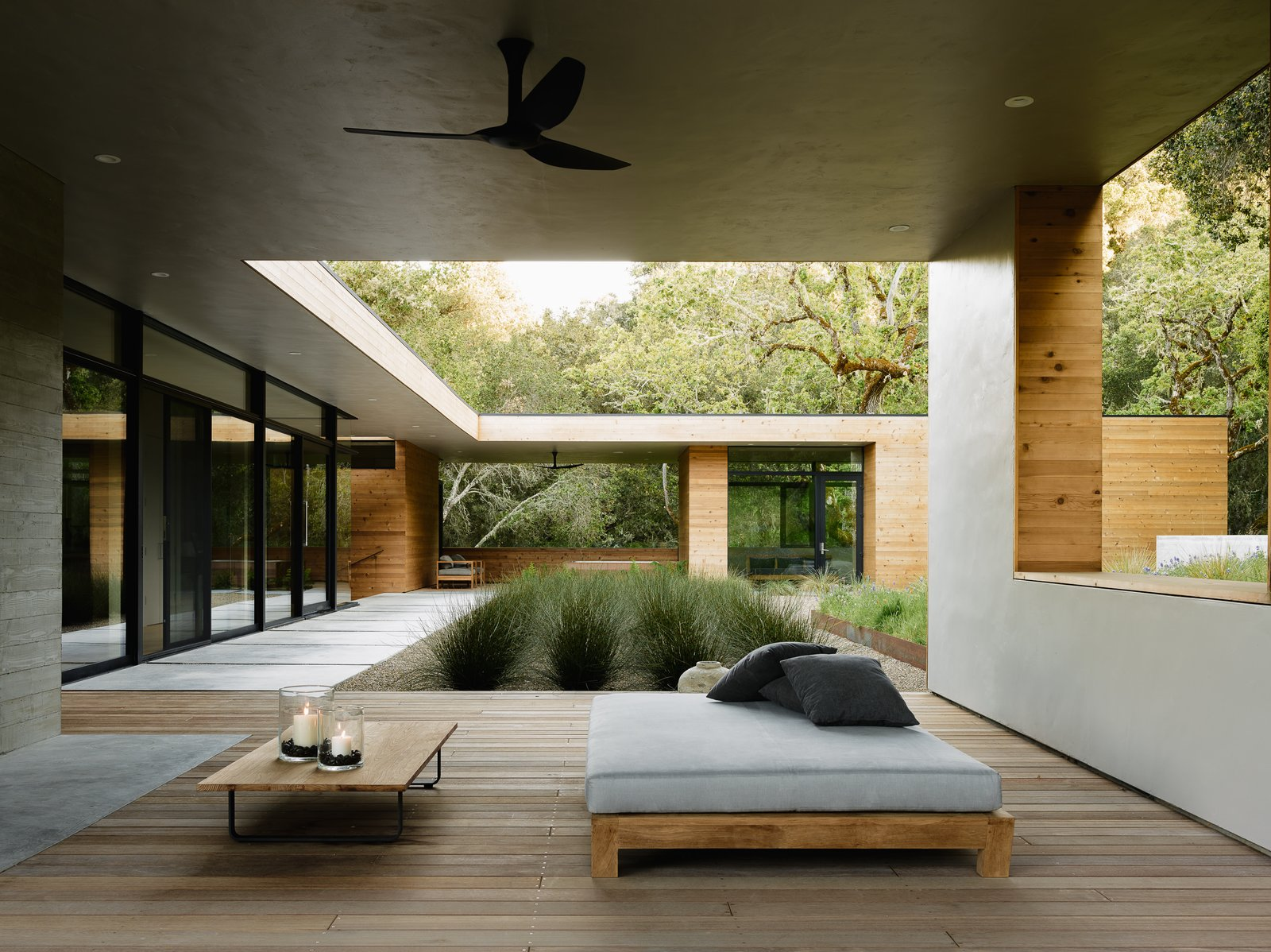 the-courtyard-seamlessly-integrates-the-indoor-and-outdoor-space.jpg