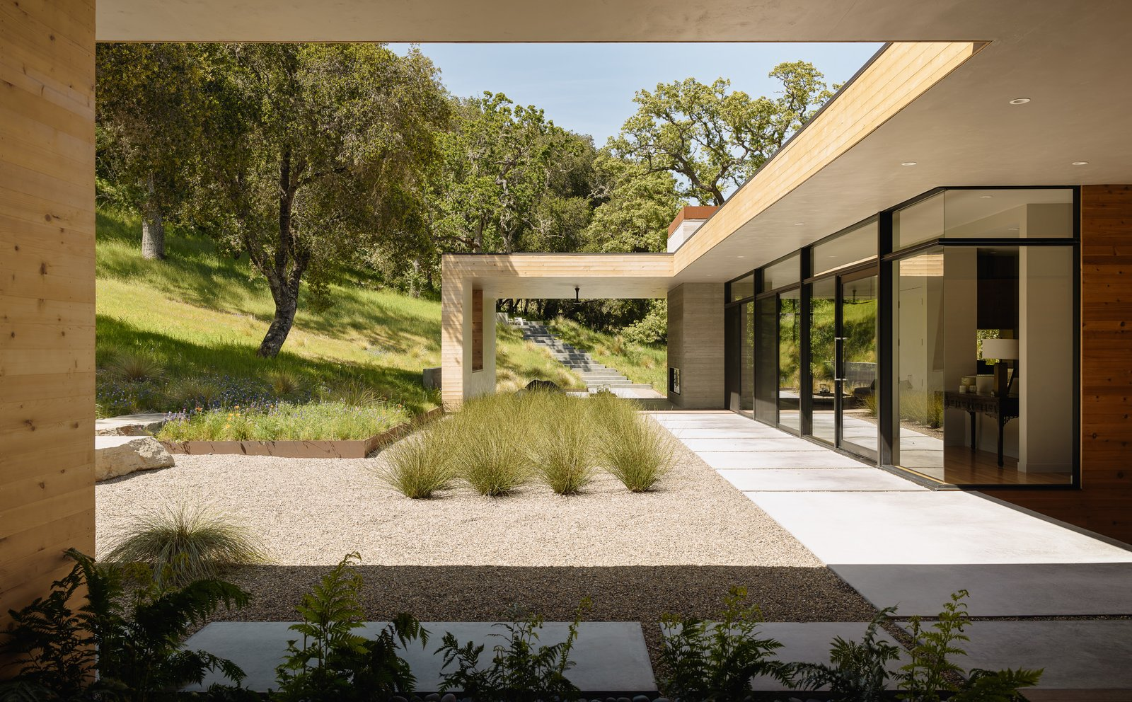 the-split-program-separates-the-main-living-spaces-from-the-master-and-guest-suites-allowing-the-outdoors-to-flow-more-easily-into-t.jpg