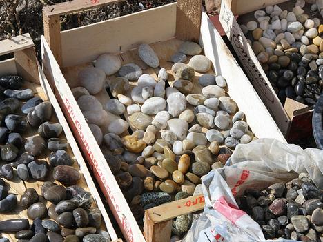 plates-of-pebbles-02.jpg
