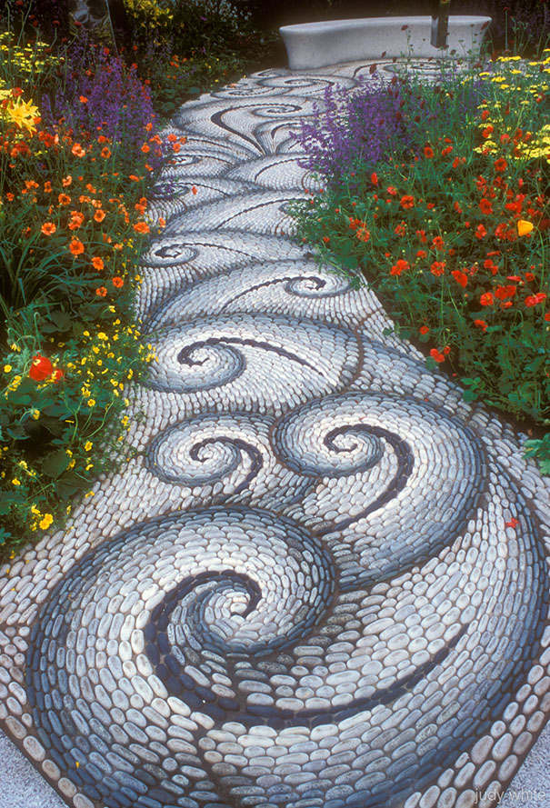 garden-pebble-path-02.jpg