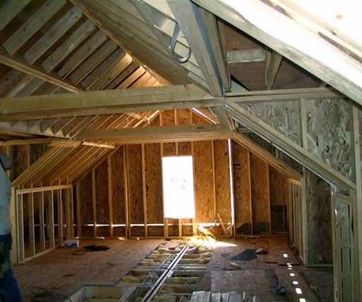 В мансардах без аттиковой стены конструкция крыши опирается на мауэрлат, укрепленный на перекрытии верхнего этажа.