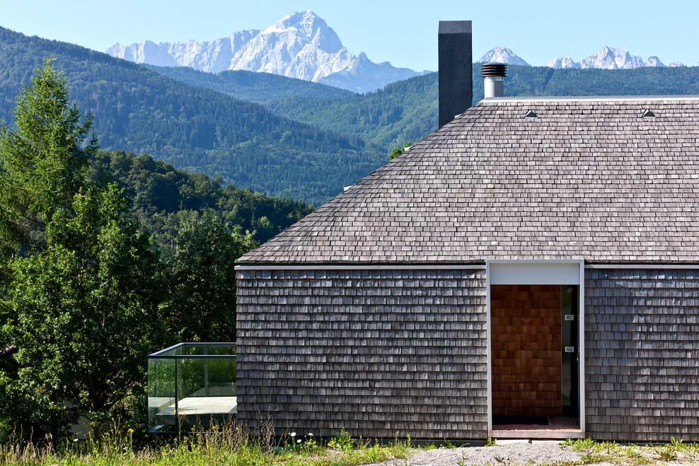 dom_z_derevjannoj_cherepicej_casa-in-montagna-1_1.jpg