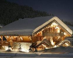 Будинки з красиво засніженими