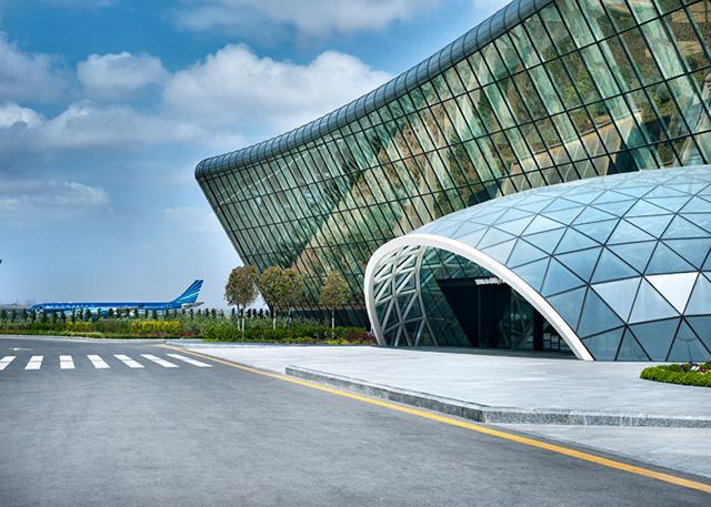 heydar-aliyev-airport-terminal-by-autoban_dezeen_13.jpg