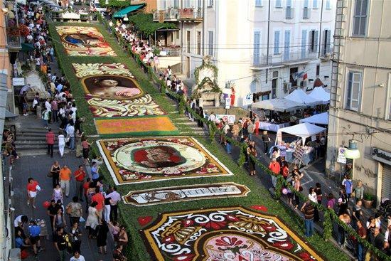 infiorata_cvetochnii_festival_v_italii_1.jpg