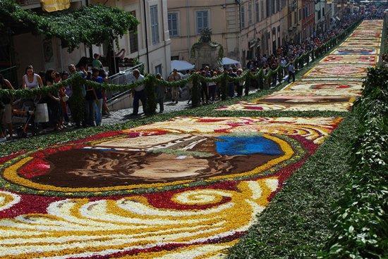 infiorata_cvetochnii_festival_v_italii_5.jpg