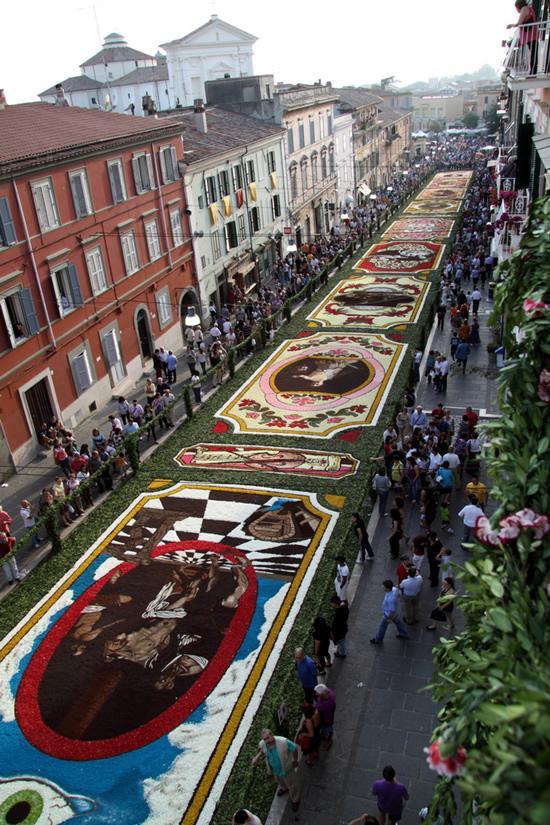 infiorata_cvetochnii_festival_v_italii_8.jpg