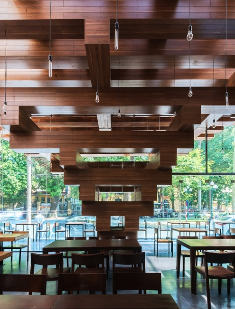 derevyannii_restoran_cheering_ot_buro_h_and_p_architects_v_hanoe_1.jpg