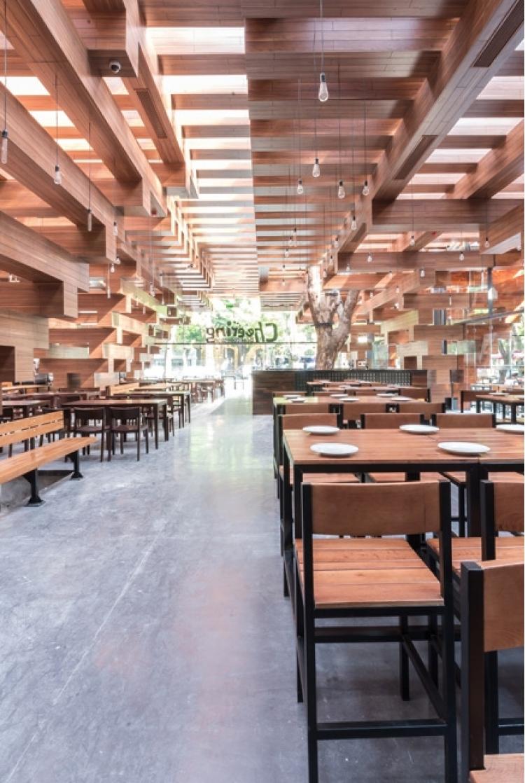 derevyannii_restoran_cheering_ot_buro_h_and_p_architects_v_hanoe_4.jpg