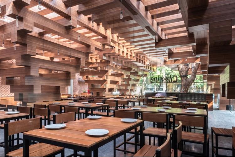 derevyannii_restoran_cheering_ot_buro_h_and_p_architects_v_hanoe_5.jpg