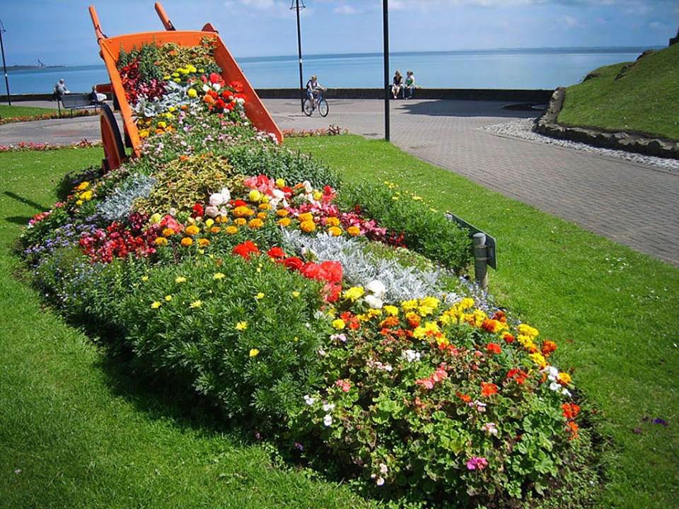 Ландшафтный дизайн садового участка цветочных клумб своими руками