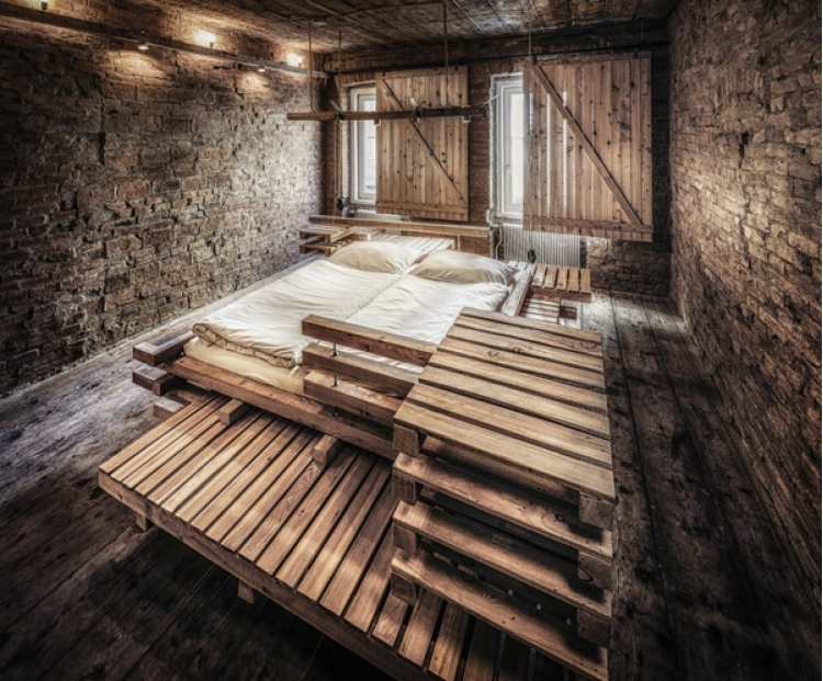 derevyannii_otel_viennese_guest_room_ot_buro_heri_and_salli_2.jpg