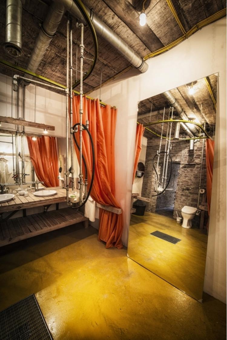 derevyannii_otel_viennese_guest_room_ot_buro_heri_and_salli_4.jpg