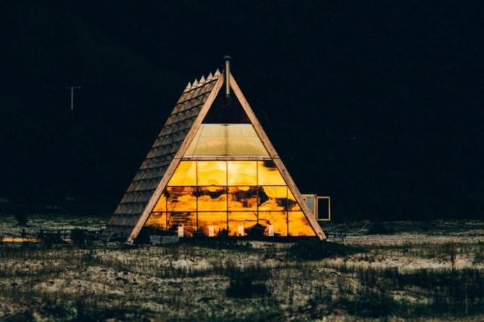 worlds-largest-sauna-agora-salt-festival-norway-designboom-01-818x545-694x462.jpg