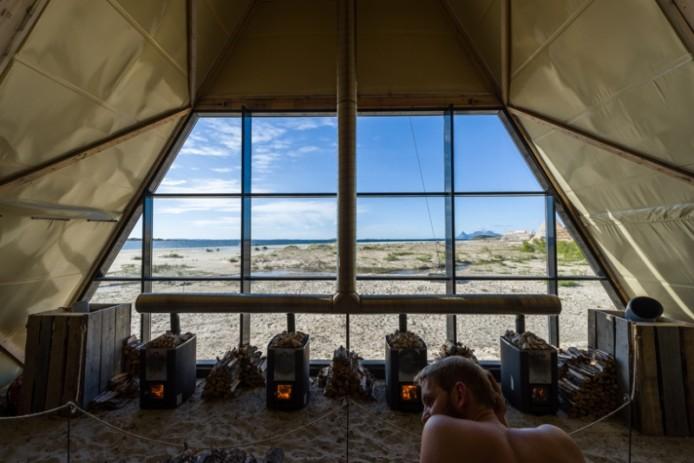 worlds-largest-sauna-agora-salt-festival-norway-designboom-04-694x463.jpg