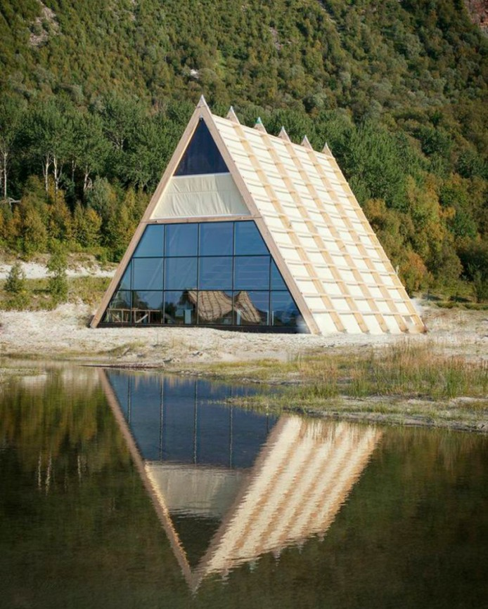 worlds-largest-sauna-agora-salt-festival-norway-designboom-08-694x867.jpg