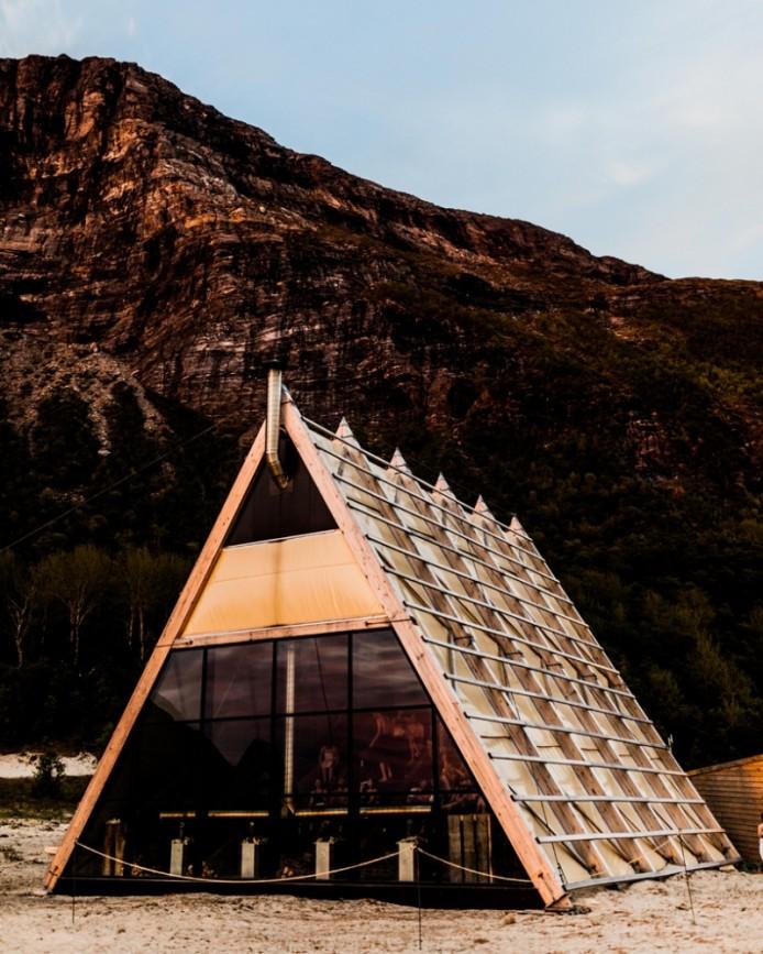 worlds-largest-sauna-agora-salt-festival-norway-designboom-02-694x867.jpg