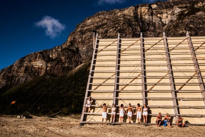 worlds-largest-sauna-agora-salt-festival-norway-designboom-07-694x462.jpg