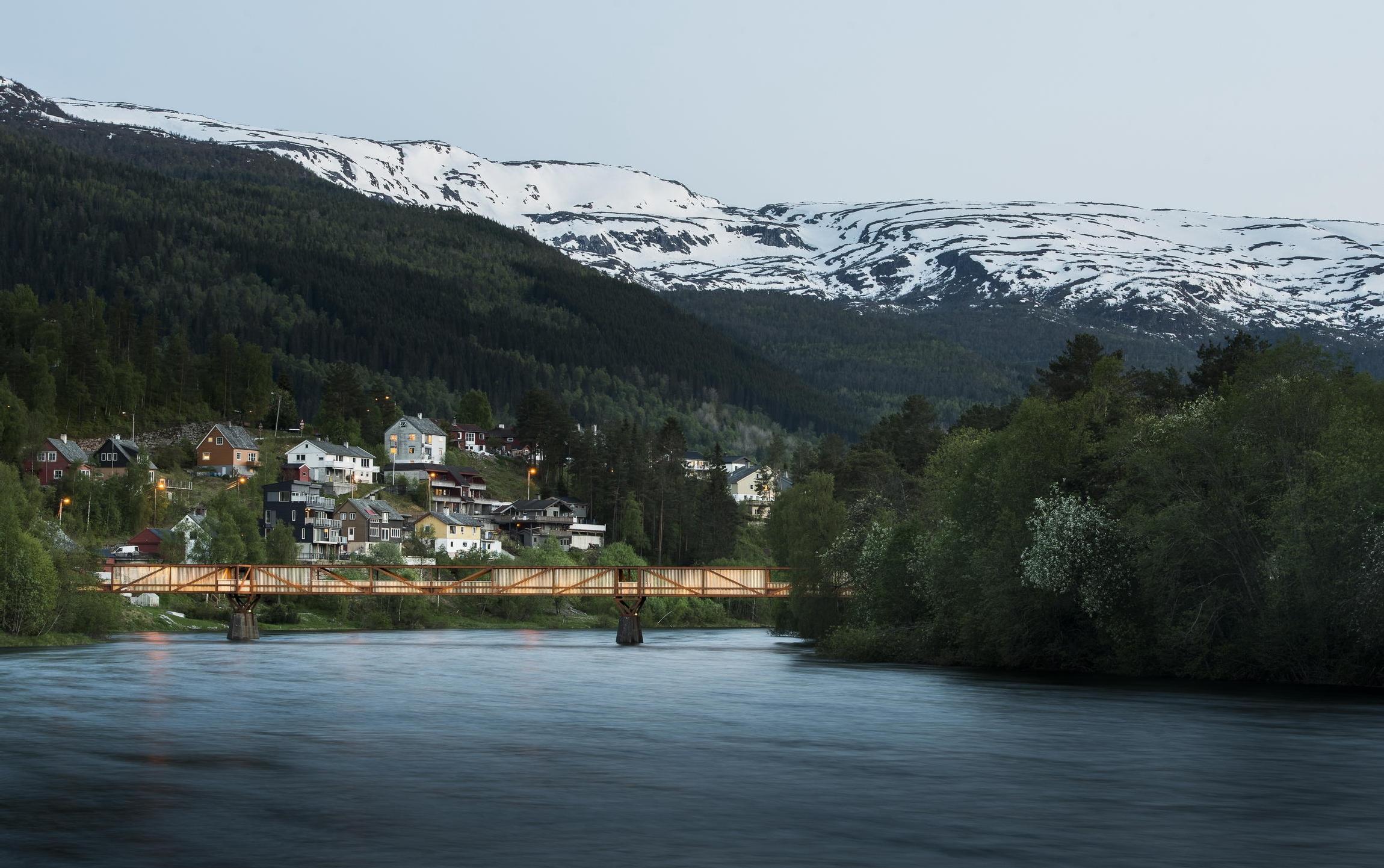 pishohidnii_mist_tintra_v_norvegii_1.jpg