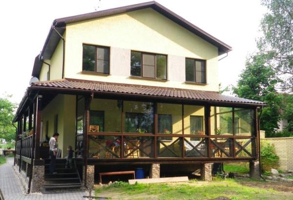 veranda_iz_polikarbonata_pristroennaya_k_domy_sdelat_svoimi_rykami_10.jpg