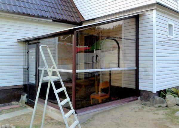 veranda_iz_polikarbonata_pristroennaya_k_domy_sdelat_svoimi_rykami_5.jpg