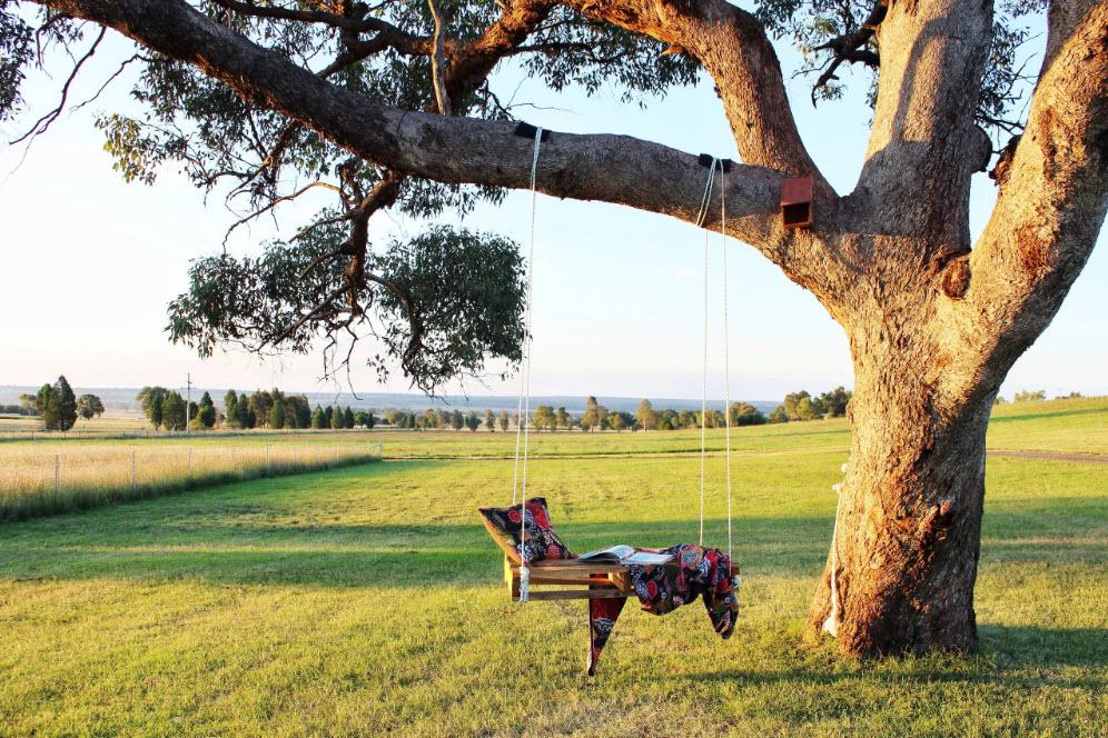 Дачні гойдалки – приклади практичних та красивих