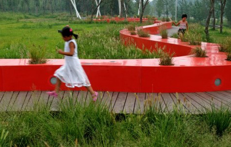 red_bench_1.jpg