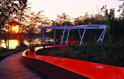 red_bench_3.jpg