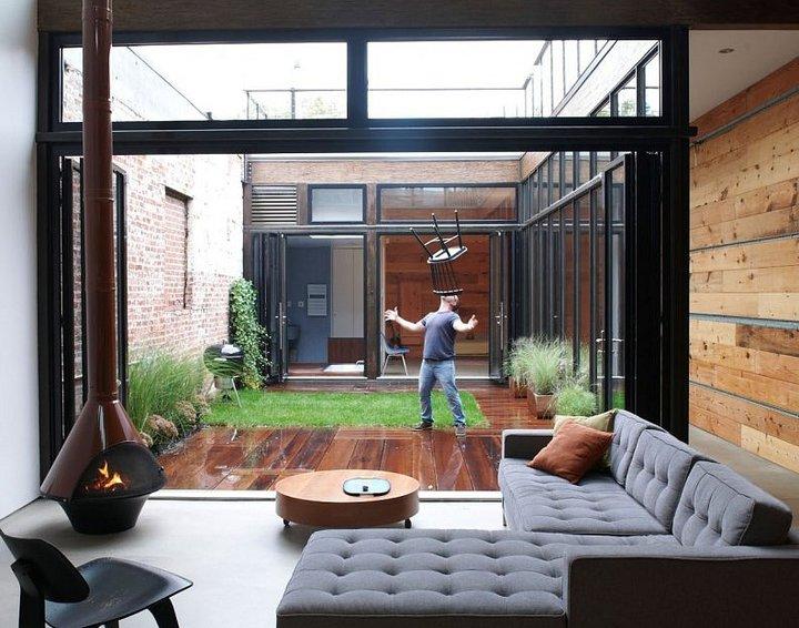 8-decked-grass-courtyard.jpeg