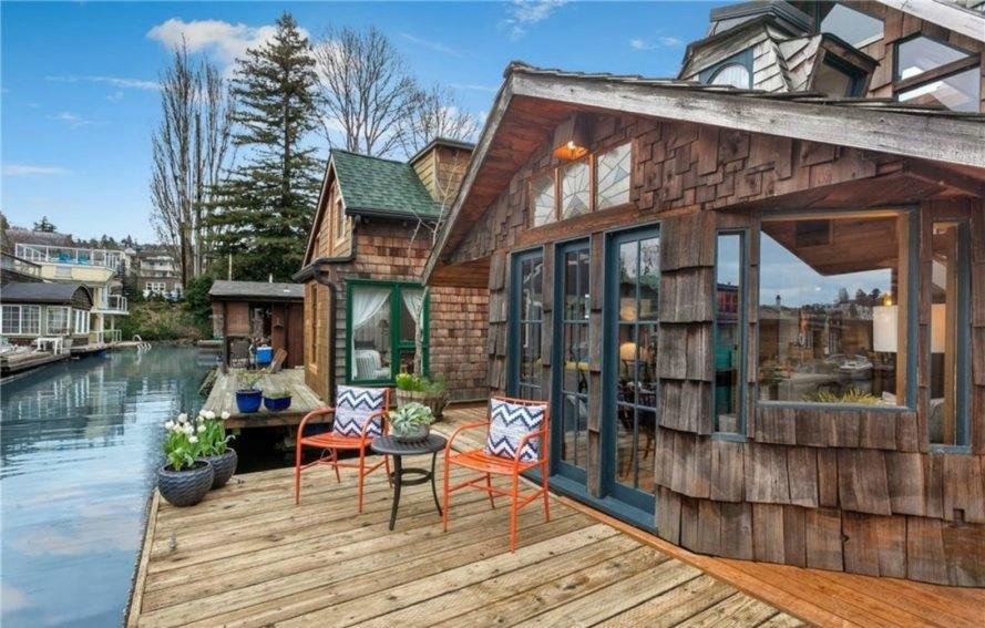 storybookhouseboat170-889x567.jpg
