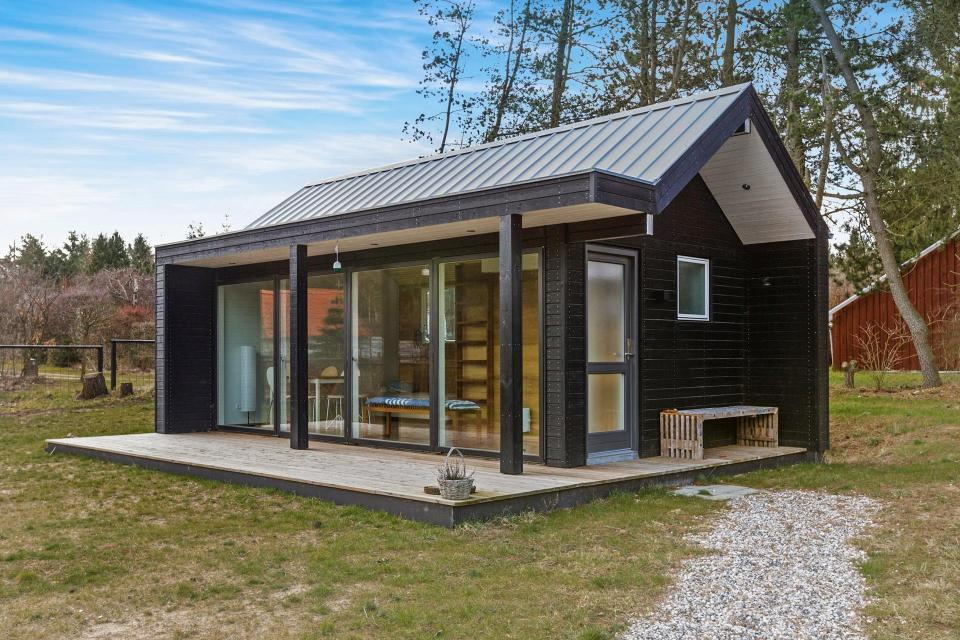 scandinavian-modern-tiny-house-exterior3-via-smallhousebliss.jpg