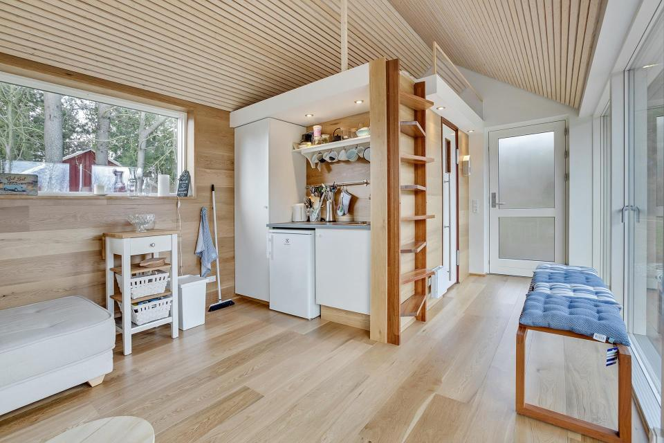 scandinavian-modern-tiny-house-interior7-via-smallhousebliss.jpg
