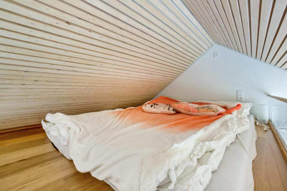 scandinavian-modern-tiny-house-sleeping-loft-via-smallhousebliss.jpg