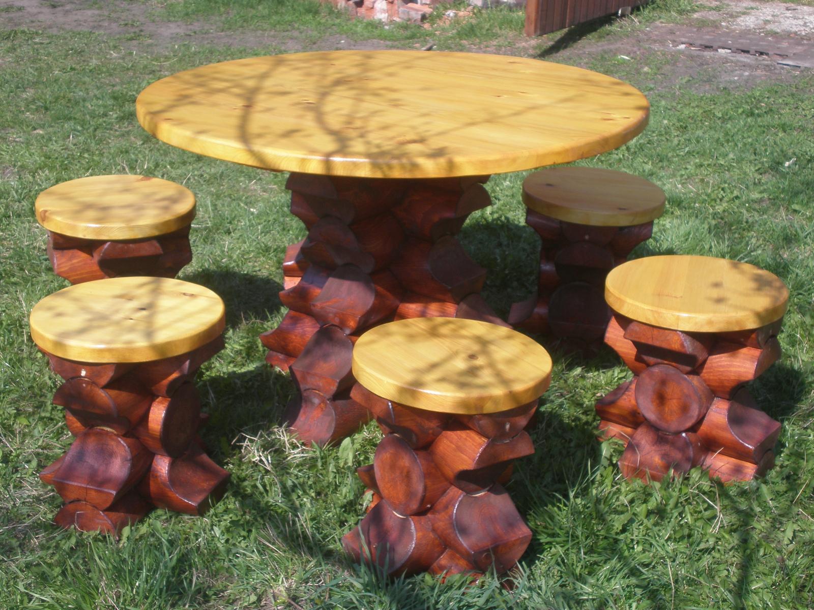 Стол для дачи из бревна