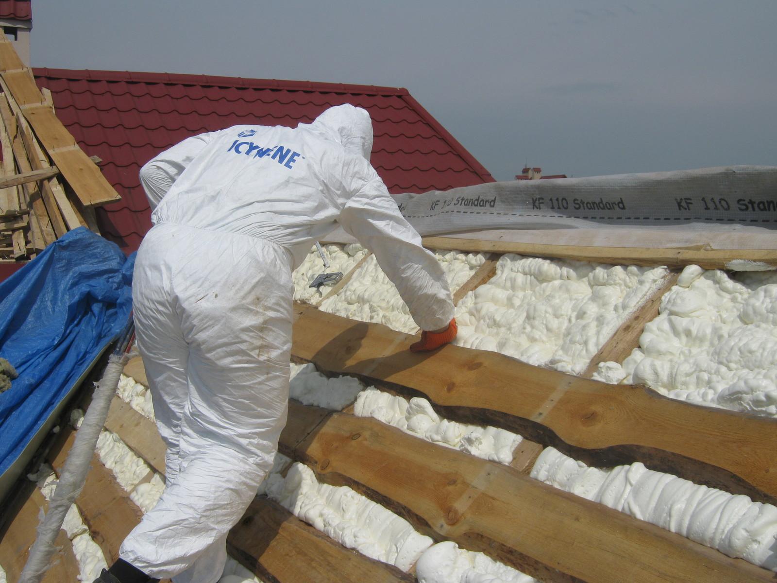 Пена для утепления крыши